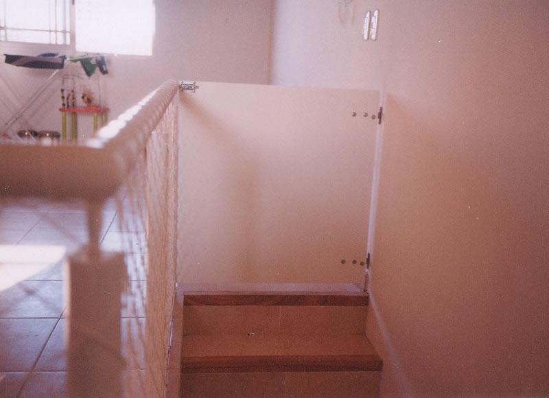 614cb1eca6f83 No permite que los niños trepen las puertas.